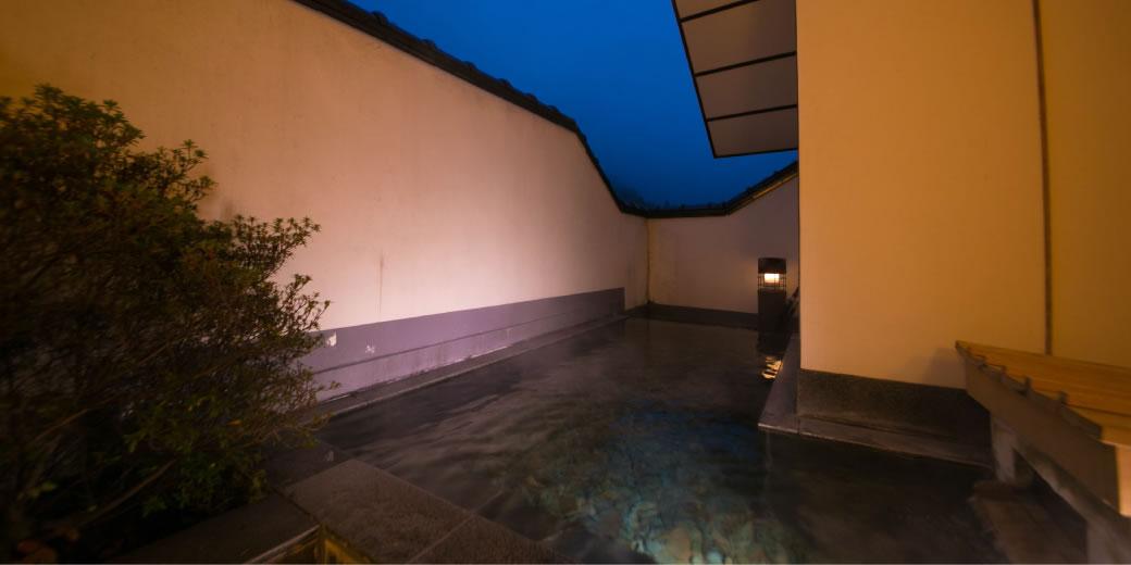 Charter outdoor bath