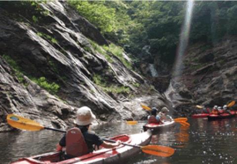 水上の大自然を満喫できるカヌー体験
